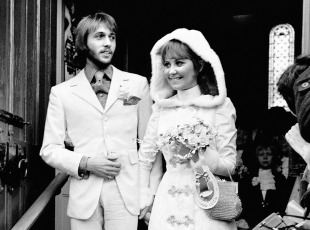 Lulu and Maurice Gibb get married