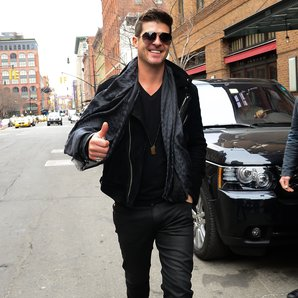 Robin Thicke looks happy in New York