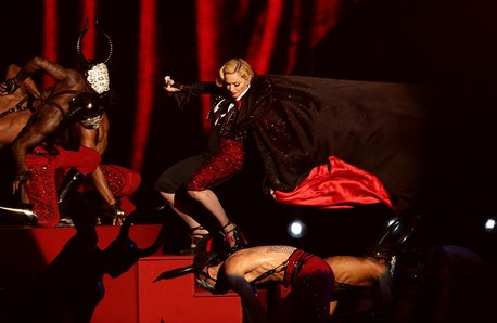 Madonna Fall BRIT Awards 2015 Performance