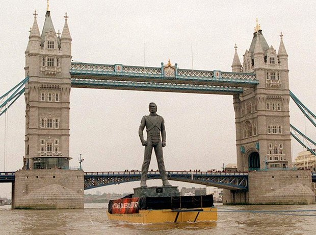 Michael Jackson statue on Thames 1995