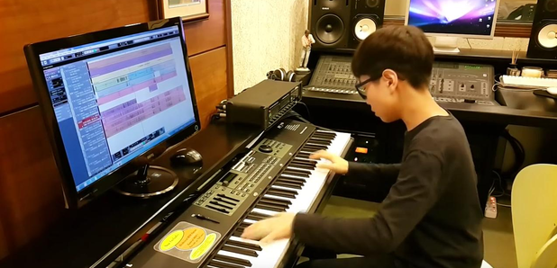 Korean Teen Plays Michael Jackson 'Bad' on piano